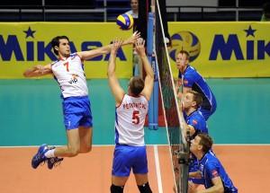 Vlado Petkovic sets a ball for Dragan Stankovic attack